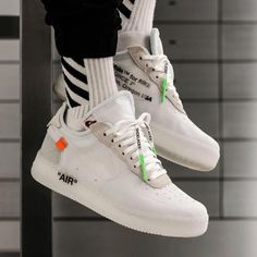 Sneakers have been a part of the world of fashion for more than you might think. Today's fashion sneakers have little likeness to their earlier predecessors however their popularity is still undiminished. Off White Shoes, White Sneakers, Shoes Sneakers, Leather Sneakers, Sneakers Fashion Outfits, Mens Fashion Shoes, Fashion Usa, Streetwear, Outlet Nike