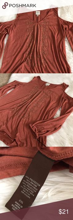 NWT Cold shoulder blouse ❤️ Long sleeve cold shoulder blouse. XXL. NWT. Armpit to armpit: 21in across Shoulder to hem: 28in Open to reasonable offers  (165) Knox Rose Tops Blouses