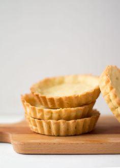 Zo maak je zanddeeg taartbodempjes Dutch Recipes, Sweet Recipes, Baking Recipes, Cake Recipes, Dessert Recipes, Snack Recipes, Mini Cakes, Cupcake Cakes, Quiches