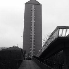 At canary wharf #urbanlandscape #barkentine #london #isleofdogs #canarywharf #blackandwhite by jamesdean200015