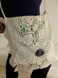 Cute idea.. looks like someone took a doily runner and transformed it into a purse.