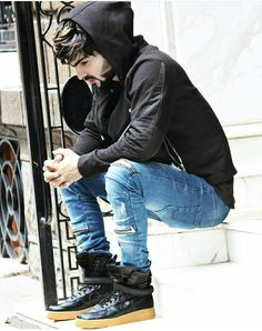 Never belive in any emotions Pakistani Casual Wear, Jubin Shah, Swag, Arab Men, Photography Poses For Men, Stylish Boys, Famous Models, Winter Pictures, Male Poses