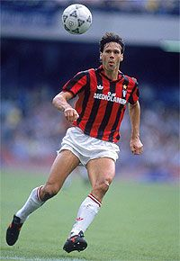 Marco Van Basten of AC Milan in action during the Italian Serie A match against Napoli played at the San Paolo Stadium in Naples Italy The game ended. Football Drills, Best Football Players, World Football, Soccer Players, Soccer Cleats, Marco Van Basten, Tennis Pictures, Football Pictures, Retro Football