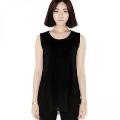 Today's Hot Pick :純色素面針織背心 http://fashionstylep.com/P0000YUT/ju021026/out 簡潔款針織背心。 搭配短褲或黑色牛仔褲,穿出魅力時尚造型。 素面針織,簡潔幹練。 同色雪紡材質下擺,少見時尚。 簡潔百搭純色針織背心,優雅魅力必備款。