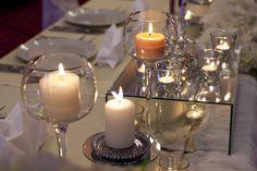 FONDUE GOURMET   Une table habillée de rouge, des ingrédients plus raffinés (huîtres crues, crevettes géantes, cubes de filet mignon, etc.) et voilà votre soirée réinventé. En tout temps, au dessert, n'oubliez pas la fondue au chocolat tant aimée des petits et grands !