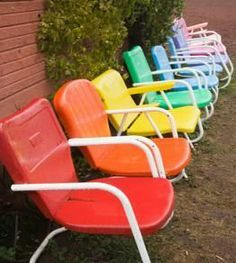 Like the colors & love these old chairs