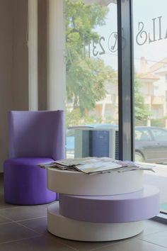 Round coffee table  white & purple . Woodetails