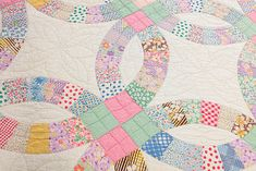 Amazing!! Double Wedding Ring vintage quilt