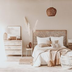 Small Room Bedroom, Room Ideas Bedroom, Home Decor Bedroom, Small Rooms, Cream Bedroom Decor, Cream Decor, Neutral Bedroom Decor, Cosy Bedroom Ideas For Couples, Square Bedroom Ideas