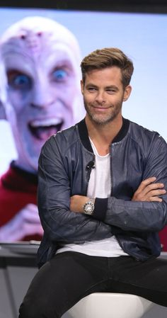 Chris Pine & Zachary Quinto Give the Vulcan Salute at 'Star Trek' Fan Event: Photo Zachary Quinto, Chris Pine, and Karl Urban throw up the Vulcan salute while attending the Star Trek Beyond fan event held at Paramount Pictures Studios on Friday… Star Trek Beyond, Chris Pine 2016, Cris Pine, Beyond Blue, Zachary Quinto, Star Wars, Good Looking Men, Gorgeous Men, Beautiful People