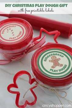 DIY Christmas Play Dough Gift with FREE Printable Label. Perfect inexpensive homemade gift for the kiddos this holiday season. Super Simple!