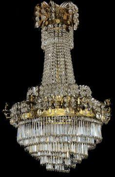 Kristall-Kronleuchter um 1900/ 20 Metallgestänge mit sechs horizontalen Ringen vergoldet, Kristallg