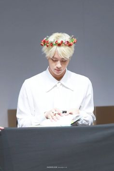 160514 | BTS | Kim Seokjin | Fansign | Flower crown | ahhh such an angel | sometimes i stare at his face and im like 'i chose the right person in bangtan to be my bias' | btw it's been a long time since my last upload isnt it | hq link: (it didnt work when i tried to pin the link directly, dunno why) https://drive.google.com/file/d/0B9yGvsmMA_G-bk1kc2dVTGR5Q00/view