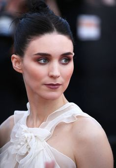 Sun-kissed cheeks * Rooney Mara in tanned makeup during Cannes 2015.