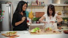 Minutes futees : Edamames à grignoter | Vidéos IGA Lunch Snacks, Healthy Snacks, Healthy Recipes, Fresh Fruits And Vegetables, Tex Mex, Good Food, Food And Drink, Nutrition, Pizza