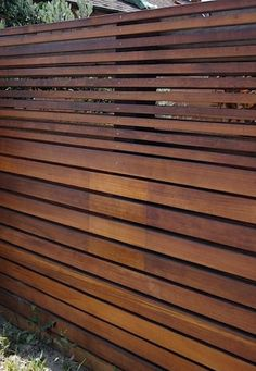 Astonishing Modern fence design,Garden fence metal and Wood fence quotes online. Cheap Privacy Fence, Privacy Fence Designs, Diy Fence, Privacy Screens, Fancy Fence, Pergola Screens, Outdoor Privacy, Pallet Fence, Backyard Fences
