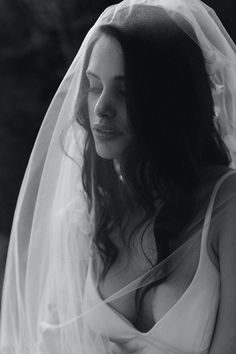 LEMARIE blusher veil with lace 10 Headpiece Wedding, Wedding Veils, Bridal Hair, Simple Wedding Gowns, Ivory Wedding, Wedding Dresses, Romantic Hairstyles, Wedding Hairstyles For Long Hair, Long Loose Curls