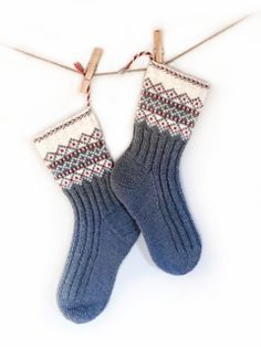 Ravelry: SNØ pattern by Wenche Roald Wool Socks, Knitting Socks, Free Knitting, Knitting Patterns, Knitting Projects, Crochet Slipper Boots, Crochet Slippers, Knit Crochet, Stockings