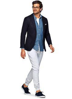 ネイビージャケット,デニムシャツ,スウェットパンツ,メンズファッション着こなしコーデ