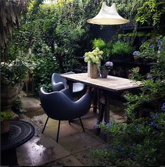 gorgeous wildly cozy patio with dramatic furnishings // abigail ahern