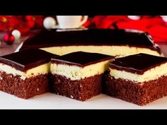 Coca-cola cake is a chocolate cake that is very moist, fudgy and contains coke w… Chocolate Frosting, Chocolate Flavors, Chocolate Cake, Pudding Vanille, Cheesecake Frosting, Coca Cola Cake, Cocoa Cola, Pecan Nuts, Great Desserts
