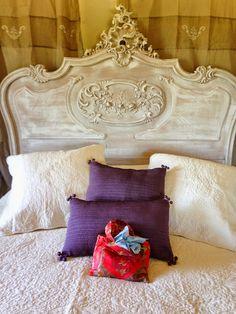 Como é bom entrar num quarto e sentir um aroma suave e natural. Fica aqui a dica de sachês com lavanda. Num saquinho de tecido (go...