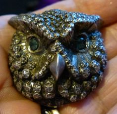VICTORIAN-LARGE-SILVER-REPOUSSE-OWL-BROOCH-WITH-EMERALD-EYES