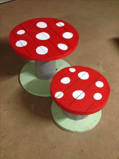 Upcycle some different sized cable drums to make a cute kids table and chairs!
