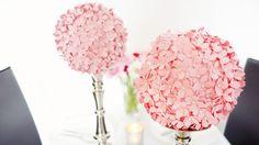 In dieser Schritt für Schritt Anleitung erfahrt ihr, wie ihr einen PomPom aus ausgestanzten Blüten selber machen könnt.