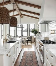 35 Inspiring White Farmhouse Style Kitchen Ideas To Maximize Kitchen Design At whatever point we say Farmhouse kitchen, we generally envision that cast-press sink with the twofold deplete sheets, the pine-topped … Modern Farmhouse Kitchens, Farmhouse Style Kitchen, Home Kitchens, White Farmhouse, Farmhouse Ideas, Dream Kitchens, Wooden Kitchens, Kitchen Modern, Interior Design Farmhouse