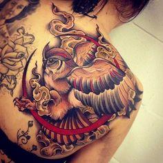 . Tätowierer Tom Bartley schwingt die Nadeln in einem kleinen Tattoostudio in Brisbane. Die Großstadt zählt über 2 Millionen Einwohner und liegt im Nordosten Australiens. Tom Bartley hat sich im Studio Warrior Tattoo auf neo-traditionelle Tattoos spezialisiert und sticht diese in wirklich beeind…
