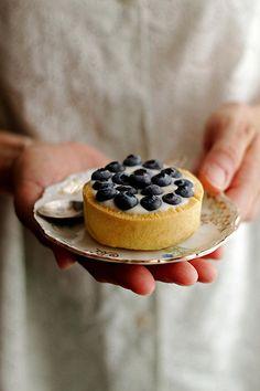 Tartelettes aux bleuets by Panpepato senza pepe, via Flickr.