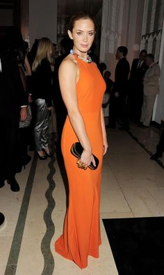 Celebridades con vestidos naranja. Toques cítricos en la alfombra roja  Emily Blunt