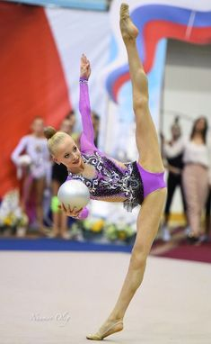 Gymnasts and Ballet dancers performing their routines. Gymnastics Flexibility, Gymnastics Poses, Acrobatic Gymnastics, Gymnastics Pictures, Sport Gymnastics, Artistic Gymnastics, Rhythmic Gymnastics Leotards, Olympic Gymnastics, Dance Photography Poses