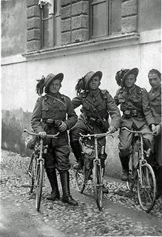 Bersaglieri cyclists