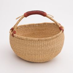 Gorgeous and simple elephant grass Natural Ghana Basket, handmade in Bolgatanga, Ghana. This is not your typical shopping basket! The elephant grass has been dyed and then twisted and woven in order to make this unique shape. Ghana, Basket Weaving, Wicker Baskets, Elephant, Leather, Local Seo, Zero Waste, Business Marketing, Natural