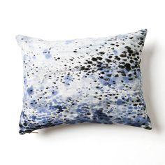 Storm #3 Pillow by Rebecca Atwood <=> avec tissu de la robe achetée l'année passée et qui est super mal cousue (le tissu est superbe, lui!)