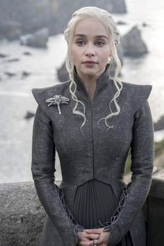 'Game of Thrones' season 7 new photos Cosplay Daenerys Targaryen, Game Of Throne Daenerys, Khaleesi, Daenerys Targaryen Season 7, Danyeres Targaryen, Daenarys Targaryen, Got Costumes, Movie Costumes, Cosplay Costumes
