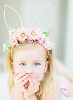 Make this Easter & Spring memorable by clicking the best Easter Photos with your kids. Check out best Easter Photoshoot ideas for Babies, Toddlers and kids. Bunny Ears Headband, Diy Headband, Floral Headbands, Ostergeschenk Diy, Diy Crafts, Easter Hat Parade, Bunny Party, Easter Story, Bunny Birthday