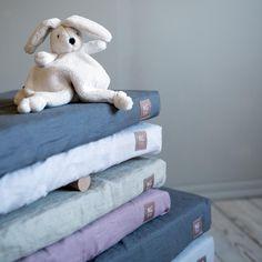 Formsydda underlakan i linne Towel, Barn, Mood, Converted Barn, Towels, Barns, Warehouse, Shed