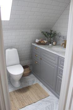 fotografier tips badrum snedtak gratis senast : badrum_bland-damm-dekor Ikea Bathroom, Laundry In Bathroom, Bathroom Storage, Bathroom Interior, Small Bathroom, Bathroom Gray, Old Home Remodel, Cute Wall Decor, Home Interiors And Gifts