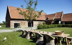 Heerlijkheid van Marrem in Wevelgem. Met overdekt terras met keuken, salon én open buitengrill. Hoe fijn wil je 't hebben?