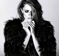 LE FASHION BLOG EDITORIAL COSTUME MAGAZINE FUR VOLUME COAT HAIR BEAUTY SMOKEY EYE7