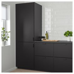 IKEA KUNGSBACKA door The foil surface is impact-resistant, easy to care for and keep clean. Black Kitchens, Home Kitchens, Black Ikea Kitchen, Modern Kitchens, Small Kitchens, Interior Design Kitchen, Interior Design Living Room, Interior Ideas, Best Kitchen Designs