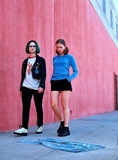 Enid (Thora Birch) & Rebecca (Scarlett Johansson) in Ghost World