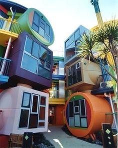 Необычный дизайн окон. Дом в Токио