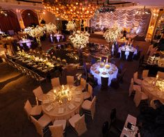 By illuminating four reception tables, guests are guided safely and stylishly to the circular wedding dance floor.
