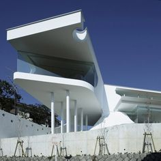 Mountains and Opening House, Takarazuka city, Japan by EASTERN Design Office.