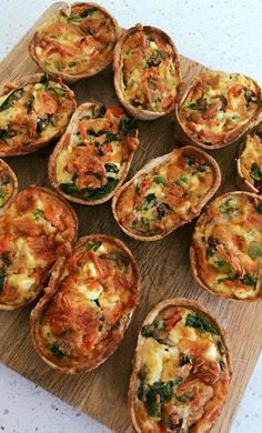 Try Our Healthy Veggie Filled Quiche Taco Boats For Dinner Veggie PACKED quiche taco boats! Healthy Mummy Recipes, Mexican Food Recipes, Vegetarian Recipes, Cooking Recipes, Vegetarian Kids, Savory Snacks, Healthy Snacks, Snacks Kids, Protein Snacks