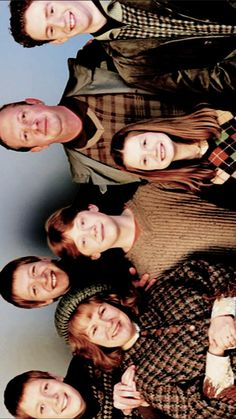 Met all the Weasleys after finishing the year Mundo Harry Potter, Harry Potter Tumblr, Harry Potter Pictures, Harry Potter Characters, Harry Potter World, Gina Weasley, Must Be A Weasley, Weasley Twins, Familia Weasley